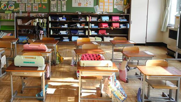 desks in elementary school classroom
