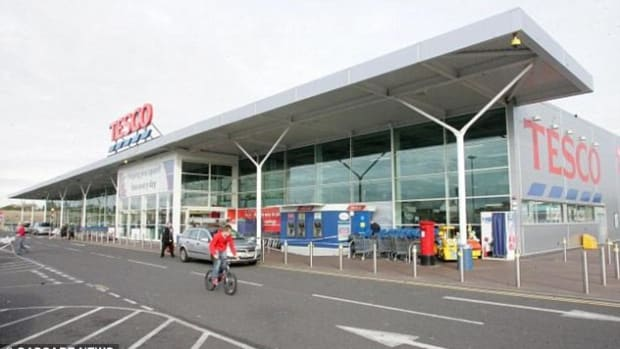Man Attacks Toddler's Face At Supermarket (Photos) Promo Image