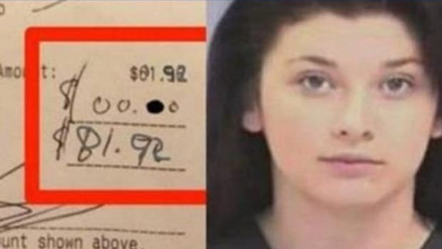 Mother Makes Upsetting Discovery On Her Restaurant Receipt (Video) Promo Image