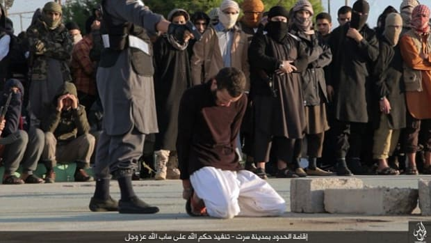 ISIS militants executing prisoners