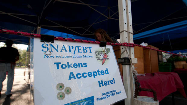 'SNAP/EBT now welcome at this market' sign