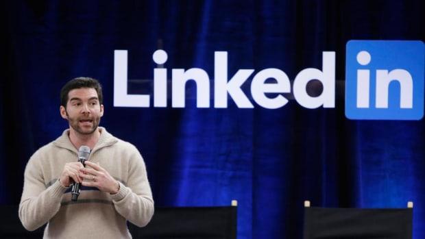 LinkedIn CEO Gives His $14 Million Bonus To Employees Promo Image