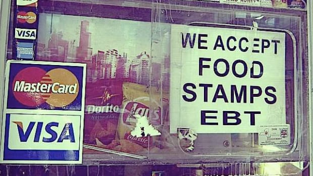 'We Accept Food Stamps EBT' sign