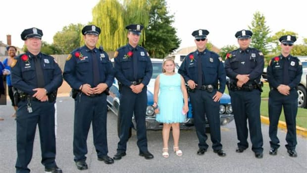 Jewel and six officers