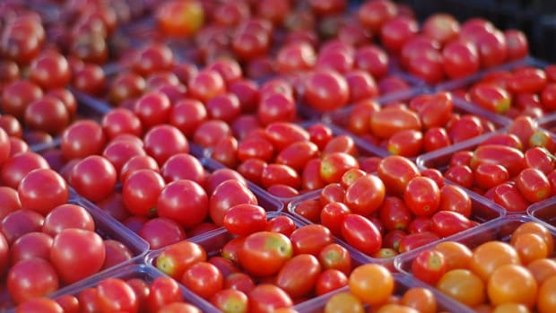Tomatoes at a farmers' market