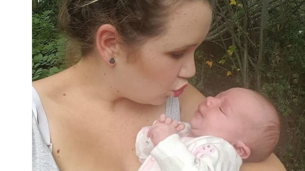 Woman Refuses Painkillers To Breastfeed Child (Photo) Promo Image