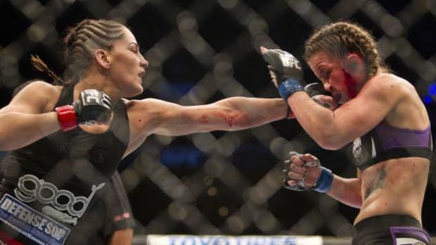 Leslie Smith Fights Jessica Eye.