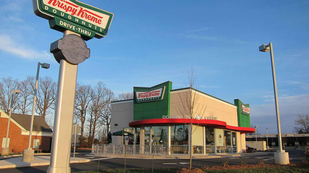 Krispy Kreme Employee Refuses To Serve Police Promo Image