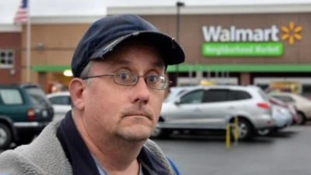 Walmart Employee Turns In $350 After Finding It In Parking Lot, Pays The Price Promo Image