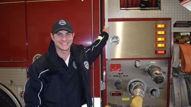 Firefighter Pays Struggling Family's Electric Bill Promo Image