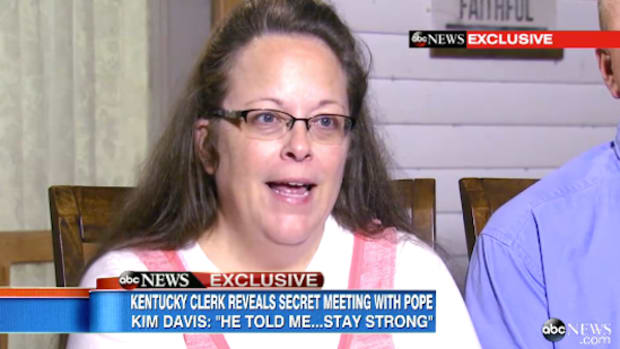 Kim Davis Meets Pope Francis.