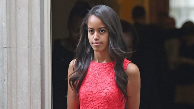 Paparazzi Overwhelm Malia Obama After Seeing Her Dress (Photo) Promo Image