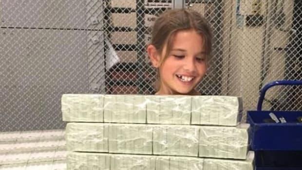 Photo Shows Trump's Grandkid 'Stealing Treasury Money' (Photo) Promo Image