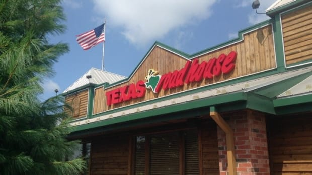 Texas Roadhouse Honors Slain Dallas Officers (Photos) Promo Image