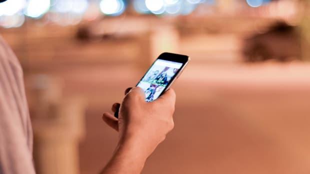 Colorado Dad Wants Ban On Smartphone Sales To Kids Promo Image