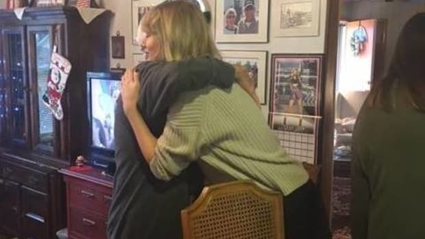 Taylor Swift Surprises 96-Year-Old Vet With Private Show (Video) Promo Image