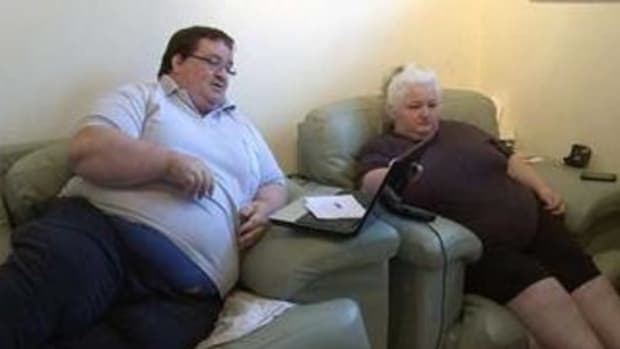 Here's How Much This Couple Gets In Benefits For Being Too Fat To Work (Photos) Promo Image