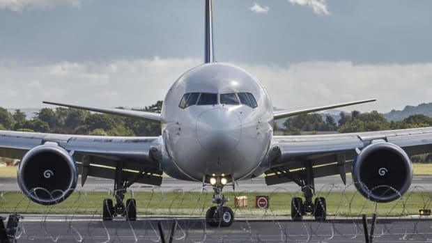 Man Dragged Off Flight Tells Officers, 'Just Kill Me' (Video) Promo Image