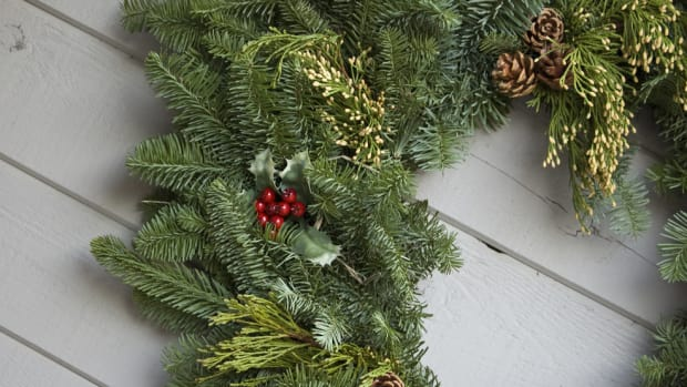HOA Threatens Family With $100 Fine Over Wreaths Promo Image