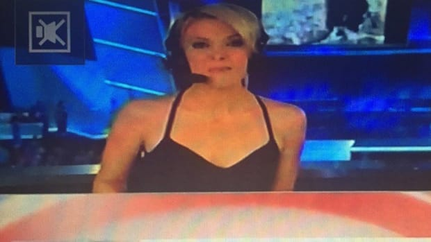 Fox News Viewers Angry Over Megyn Kelly's Top (Photo) Promo Image