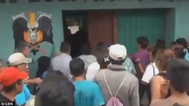 Mob Lynches Alleged Paedophile In Bolivia (Video) Promo Image