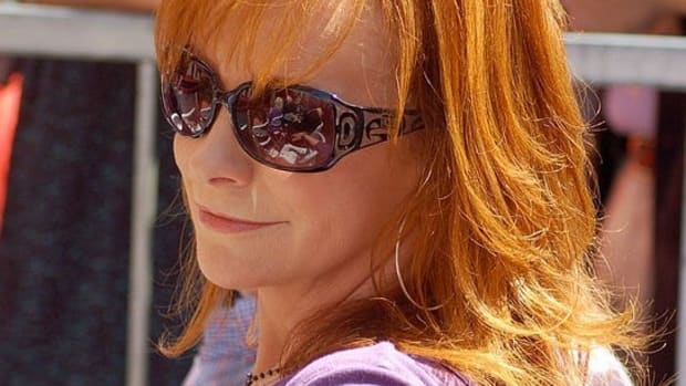 Reba McEntire Stays Out Of Politics Promo Image