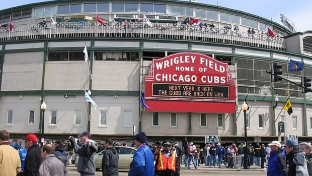 Chicago Bars Charge Hundreds To Watch World Series Promo Image