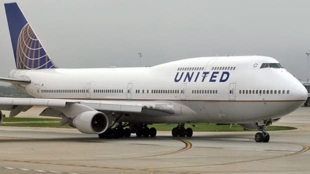 United Airlines Stops 10-Year-Old Girl From Boarding Plane Promo Image
