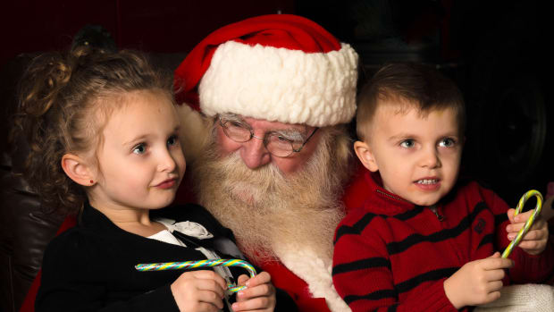 Mall Santa Replaced After Hillary Clinton Comment Promo Image