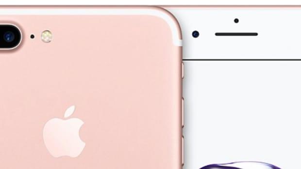 Apple Investigates Smoking iPhone 7 (Video) Promo Image