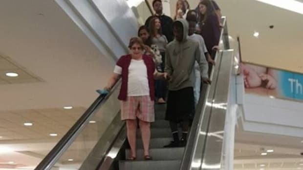 Mom Looks For Grandma After Losing Her In Mall, Then Sees What Teen Next To Her Is Doing (Photo) Promo Image