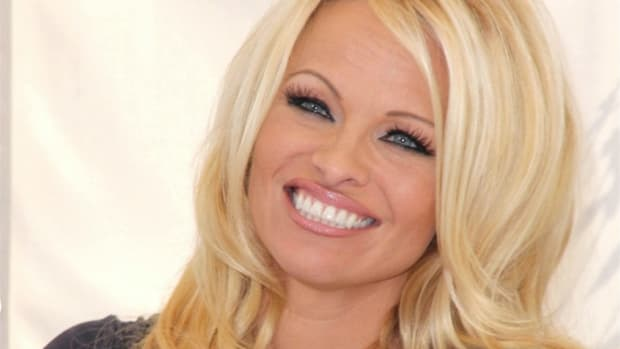 Pamela Anderson Defends Julian Assange (Video) Promo Image