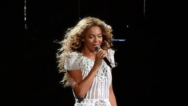 Pregnant Beyonce Sparks Plastic Surgery Rumors (Photo) Promo Image