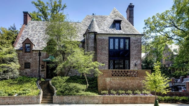 Obamas Prepare To Move Into $5.3M Washington DC Home (Photos) Promo Image