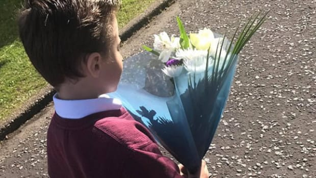 Little Boy Apologizes To Girlfriend With Flowers (Photo) Promo Image