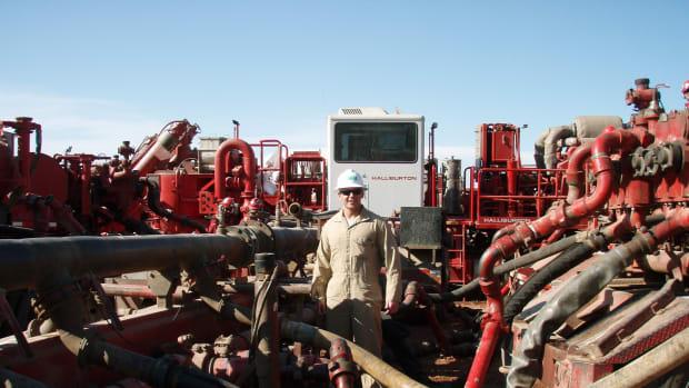 Science Advisors Question EPA's Fracking Report Promo Image