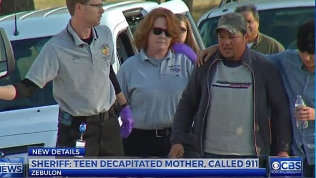 Teen Calls 911, Walks Out Of Home With Mother's Head Promo Image