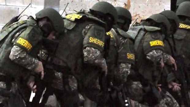 Florida Sheriff's Anti-Heroin Warning Looks Like ISIS (Video) Promo Image