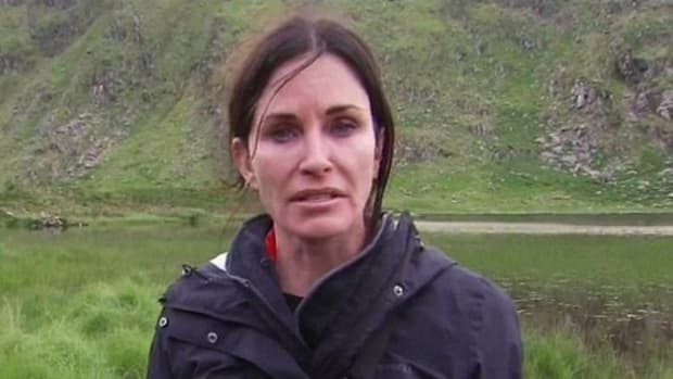 'Oh God, I Look Horrible': Courteney Cox Regrets Plastic Surgery; Here's What She Looked Like Before (Photos) Promo Image