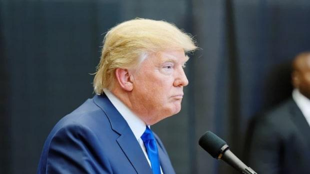 U.S. Diplomats Draft Memo Against Trump Immigration Ban Promo Image