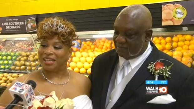 Couple Gets Married In Grocery Store On Thanksgiving (Video) Promo Image