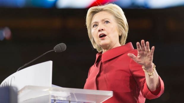 Hillary Clinton To Journalists: 'Hold Me Accountable' Promo Image