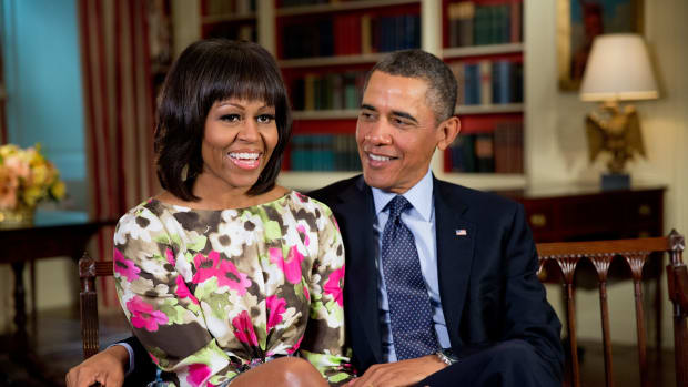 Neighbors Greet Obama Family With Yard Signs (Photos) Promo Image