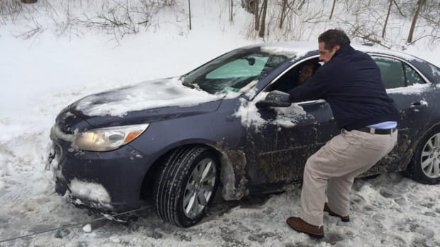 Gov. Cuomo Helps Stranded Driver During Snow Storm (Photos) Promo Image
