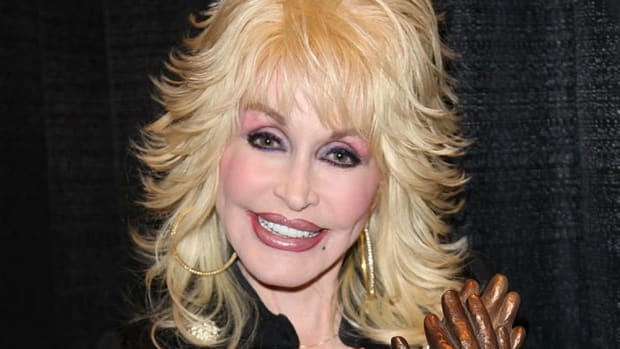 Dolly Parton Sets Up Fund To Help Wildfire Victims Promo Image