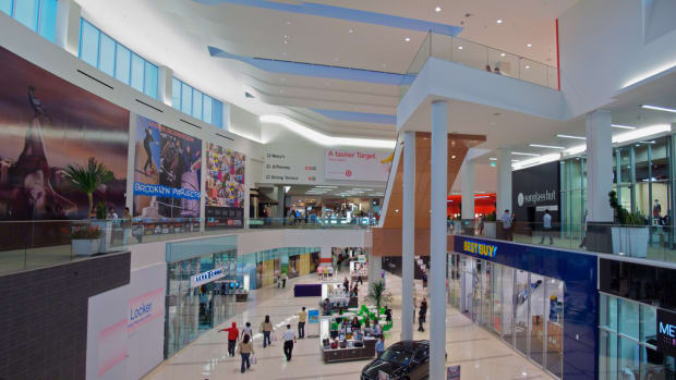 Video Shows Girl Screaming At Relative In Mall (Video) Promo Image
