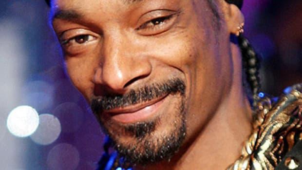 Reddit User Discovers Snoop Dogg Is Her Secret Santa (Photo) Promo Image