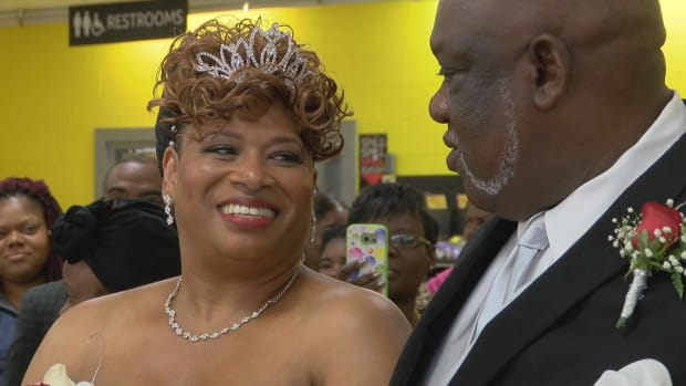 Couple Gets Married At Grocery Store On Thanksgiving (Photo) Promo Image
