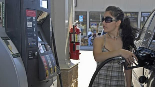 Look How Easily You Can Be Robbed At The Pump (Video)  Promo Image