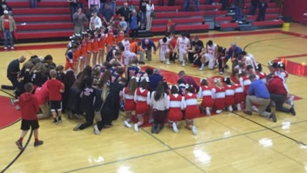 School Apologizes For Coach's Prayer With Students Promo Image